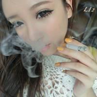 颓废抽烟的重口味女生头像