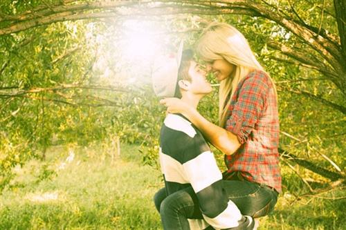 唯美清新爱情简短句子,余生我只喜欢你!