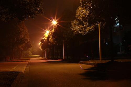 关于路灯的唯美句子