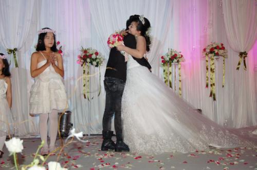 关于感动的新婚祝福语